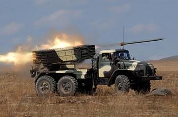 """БМ-21 """"Град"""" (9К51) - реактивная налаженность залпового огня размер 022-мм"""