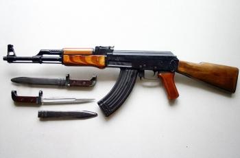 АК-47 - автоматический прибор Калашникова