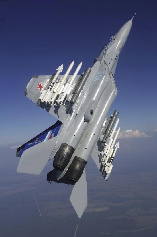Истребитель МиГ-35 равным образом МиГ-35Д