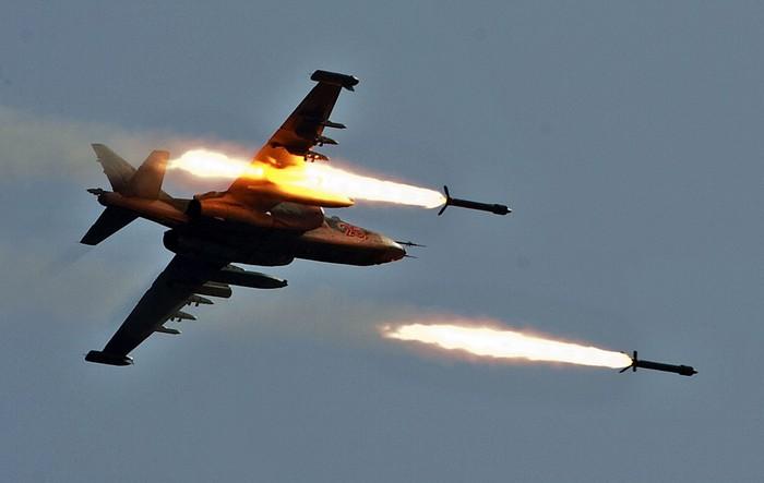 """СУ-25 """"Грач"""" бронированный дозвуковой штурмовик"""
